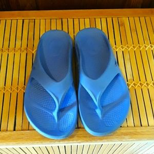 🏃♀️OOFOS Periwinkle Blue Recovery Sandals Size 7